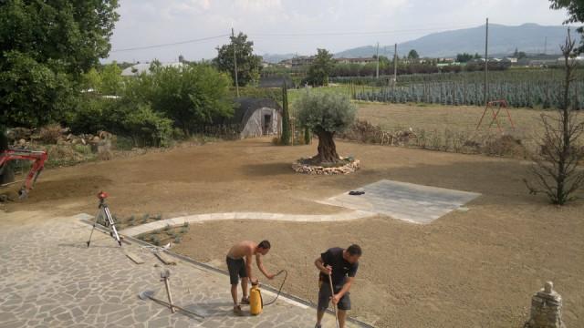 Vivai piante e giardinaggio eredi di vettori lanfranco for Muretti in tufo per aiuole